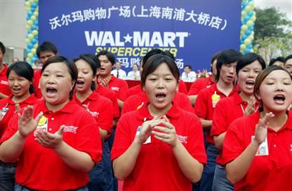 Walmart-China-employees-clapping.jpg